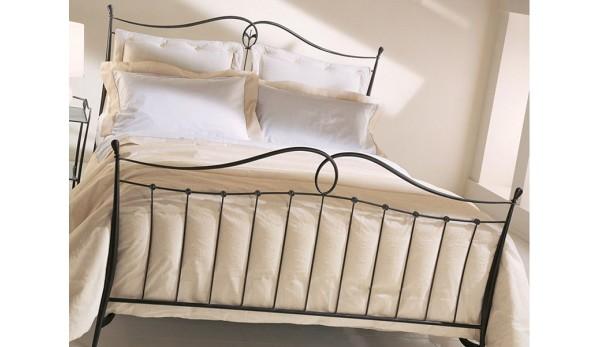 Кованая  кровать  стиль классика